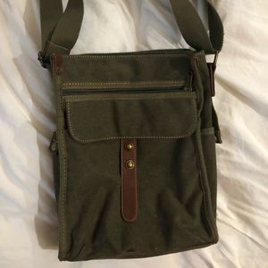 Cargoit Green Crossbody Bag